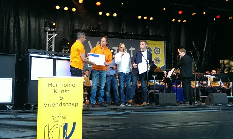 PWvO op podium van Vught Overbrught
